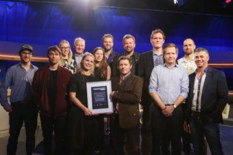 hinten vlnr _Rudi Semrad, Katharina Klausberger, Daniel Zech, Markus Breitenecker - vorne vlnr Cosmeterie und Alpensepp