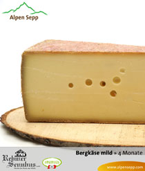 Milder Bergkäse in der Käsetheke